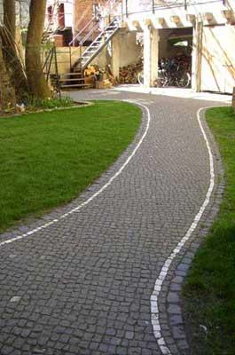 Pflasterweg Lichtenberg Mosaik Granit anthrazit Marmor