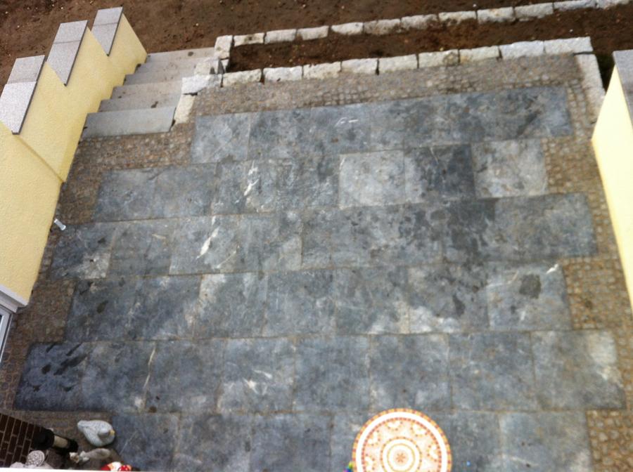 Terrasse trockenmauer zufahrt klinker naturstein - Terrasse natursteinplatten ...